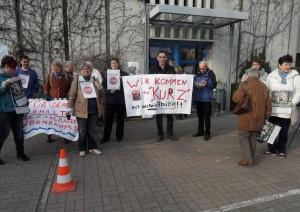 MieterInnen demonstrieren vor der GBG