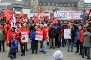 19.02.2015 - Warnstreiktag der IG Metall Mannheim - 4000 TeilnehmerInnen bei Sternmarsch und zentraler Kundgebung auf dem Alten Messplatz