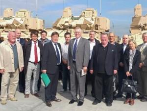 Bürgermeister Lothar Quast (Mitte) sieht keine Waffen auf Coleman – schließlich hat er hinten keine Augen im Kopf! (Bild: Stadt Mannheim)