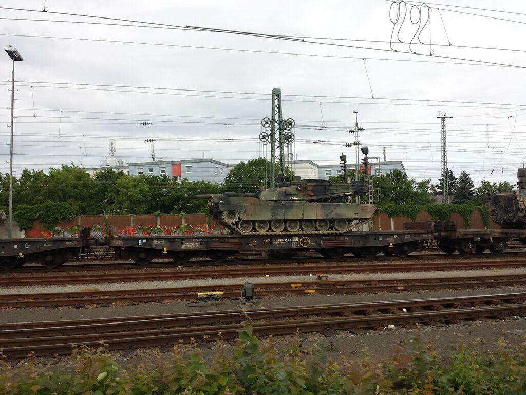 Coleman Areal: Panzertransporte in großer Zahl nach Mannheim