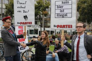"Mahnwache ""Die Partei""; Foto: cki"
