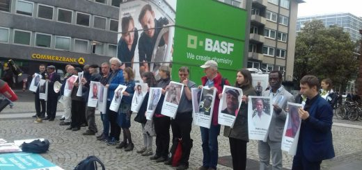 Mahnwache vor BASF Hauptversammlung