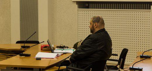 Waffenbesitz und Drogenkonsum eingeräumt – Verhandlung gegen NPD-Stadtrat Hehl beginnt mit Teilgeständnis