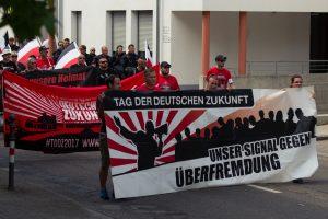 Karlsruhe: 300 Nazis treffen auf tausende GegendemonstrantInnen