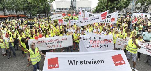 Tarifrunde Einzelhandel -  Mehr als 1000 Streikende kamen nach Mannheim zur Protestkundgebung