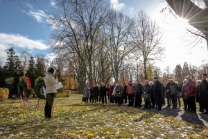 Zwei Veranstaltungen auf dem Hauptfriedhof: AK Entmilitarisierter Volkstrauertag mit Gedenken an die Opfer des NS [mit Bildergalerie]