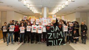 """""""JUZ bleibt"""": Erfolgreicher Protest gegen die Schließung des JUZ Friedirch Dürr [mit Videobeitrag und Bildergalerie]"""