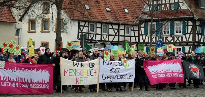 """""""Miteinander statt Gegeneinander – Wir für Menschlichkeit"""" gewinnt die Herzen - """"Frauenmarsch Kandel ist überall"""" wurde Anziehungspunkt für Rechtsextremisten"""