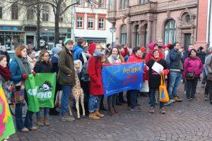 Globales Problem, globaler Protest - globaler Tanz. 200 Frauen gehen in Heidelberg auf die Straße [mit Bildergalerie]