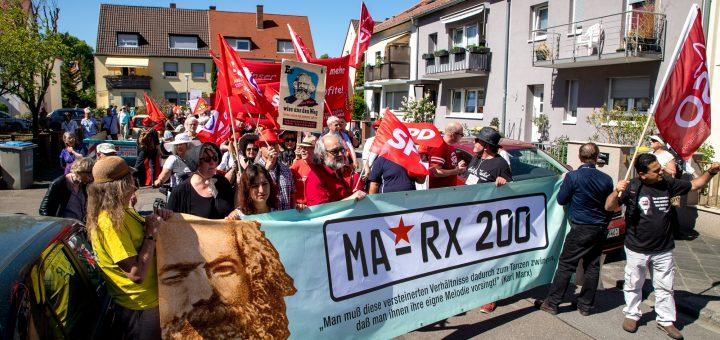 """Videoreportage zum Festumzug """"MA-RX 200"""" anlässlich des 200. Geburtstag von Karl Marx"""