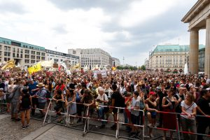 Die Macht der Massen: AfD Großdemo in Berlin – und weit größerer Gegenprotest