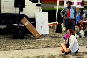 Nie wieder: Mit Schreckschusspistolen, Schlagstock und Reizgas zur Demo [mit Bildergalerie und Glosse]