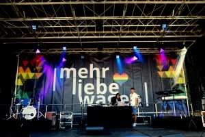 """""""Mehr Liebe wagen"""" begeistert 100.000 Menschen (mit Fotogalerie und Kommentar)"""