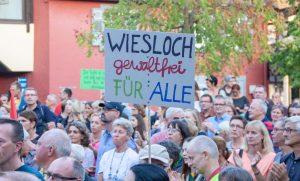 Nach Nazi-Parolen und Massenschlägerei: mehr als 800 Menschen bei #wirsindmehr-Kundgebung in Wiesloch [mit Bildergalerie]