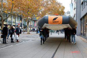 Flüchtlingsboot bei Aktionstag in Mannheim [mit Bildergalerie und Video]