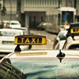 Taxibetrieb vor die Wand gefahren? 47 Taxler*innen stehen auf der Straße...