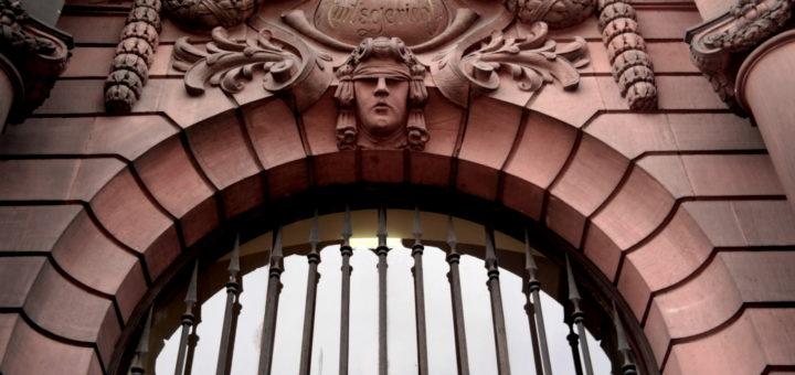 Verbreitung von Fake-News ist strafbar: Blogger aus dem Rhein-Neckar-Raum wurde zu einer hohen Geldstrafe verurteilt.