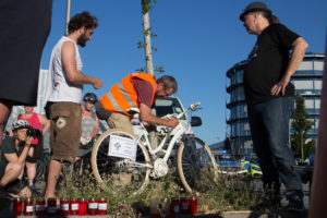Nach schwerem Fahrradunfall: Ghost Bike am Unfallort abgestellt