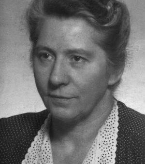 Blumen zum 50. Todestag der VVN-Gründerin Anette Langendorf