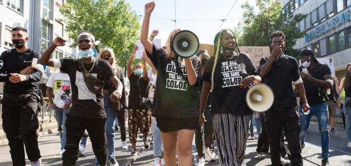 """Mannheim: Zweite Kundgebung der """"Black Lives Matter"""" Bewegung mit Demonstration durch die Quadrate [mit Bildergalerie]"""
