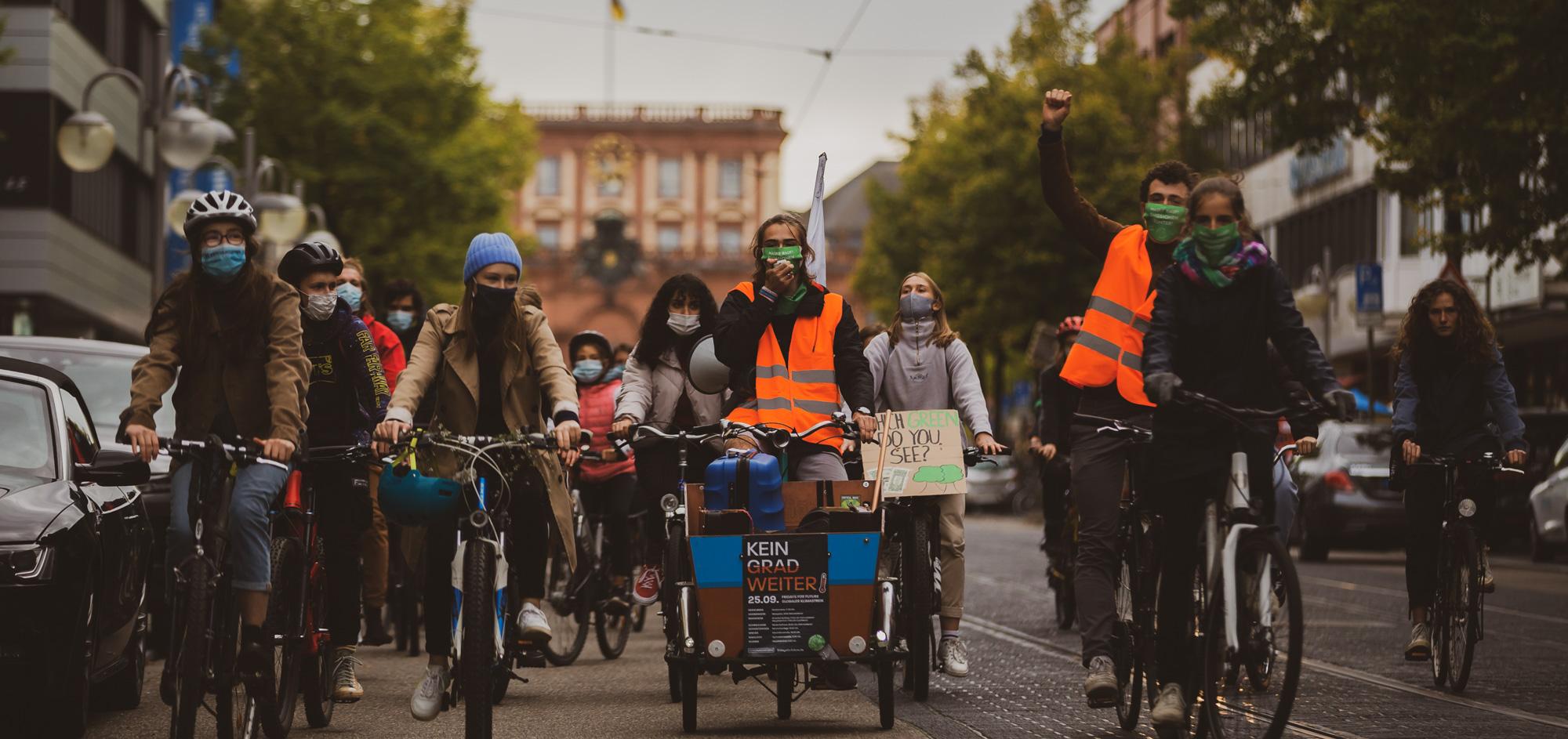 Auf dem Fahrrad und zu Fuß: Fridays for Future streikt weiter für Klimagerechtigkeit [mit Bildergaliere und Video]