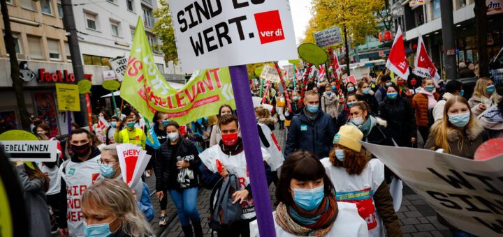 Arbeitsniederlegungen, Menschenketten, Jugendstreikparade: Die Warnstreiks im öffentlichen Dienst nehmen Fahrt auf [mit Bildergalerie]