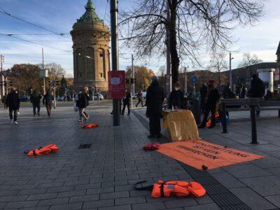 """Aktionstag von Seebrücke zum Thema """"Baden-Württemberg zum Sicheren Hafen: Wärme für Alle!"""""""