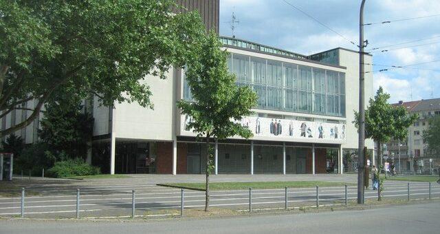 """Kontroverse um den Schauspielintendanten des Nationaltheater Mannheim - """"Initiative GG 5.3 Weltoffenheit"""" im Visier"""