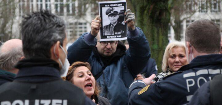 Polizei löst Autokorso der Querdenker-Szene auf