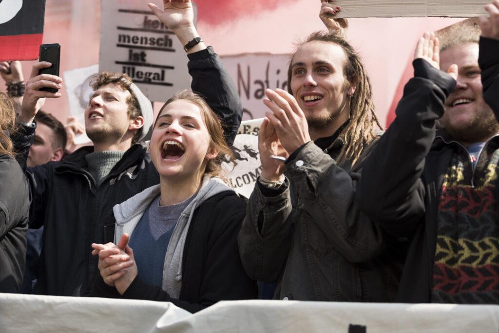 """Interview """"Und morgen die ganze Welt"""" – Was sagen hier aktive Antifaschist*innen zum Antifa-Film aus Mannheim?"""